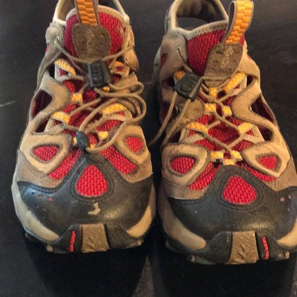 Mens Size 9 Hiking Waterproof Shoe